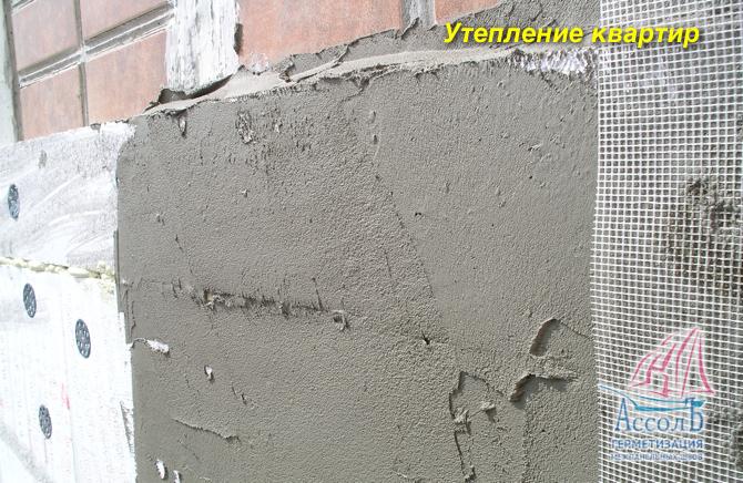 Заделка швов в стене цементом